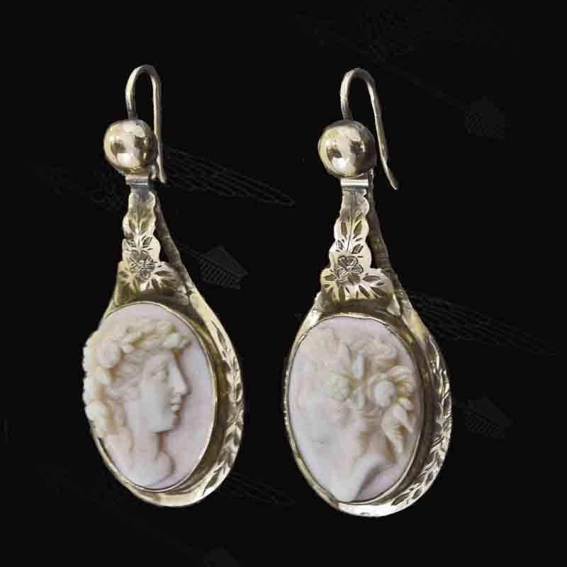 konch-shell-cameo-earring-waterk-14.jpg
