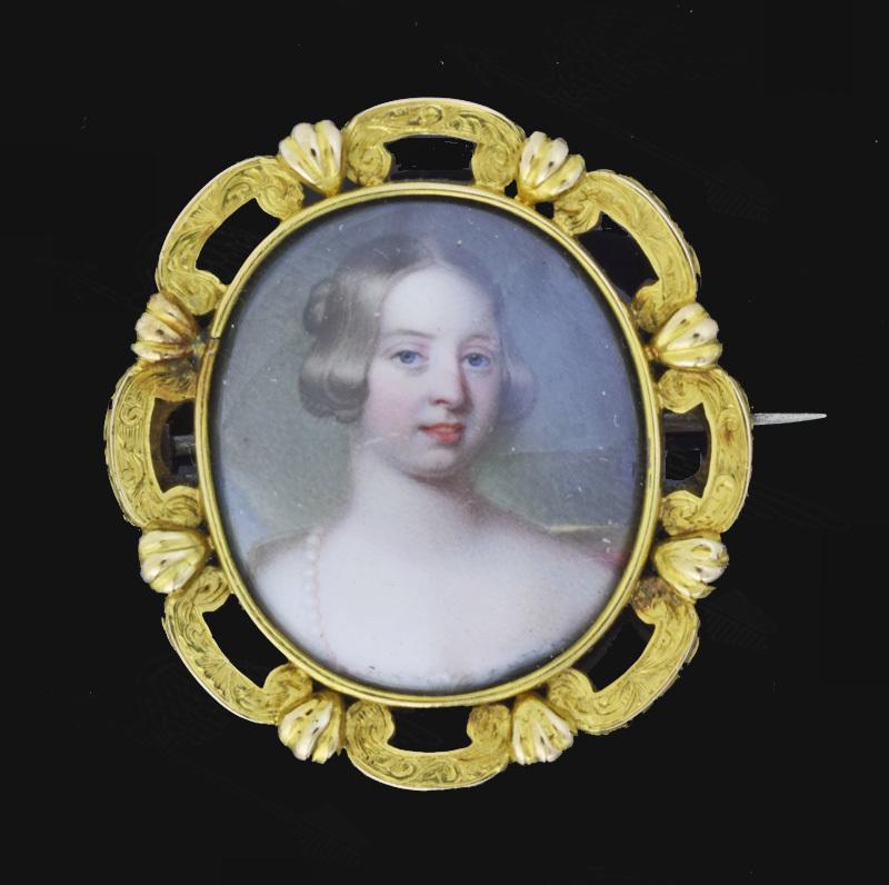 queen-vitria-broach-watermark-13.jpg