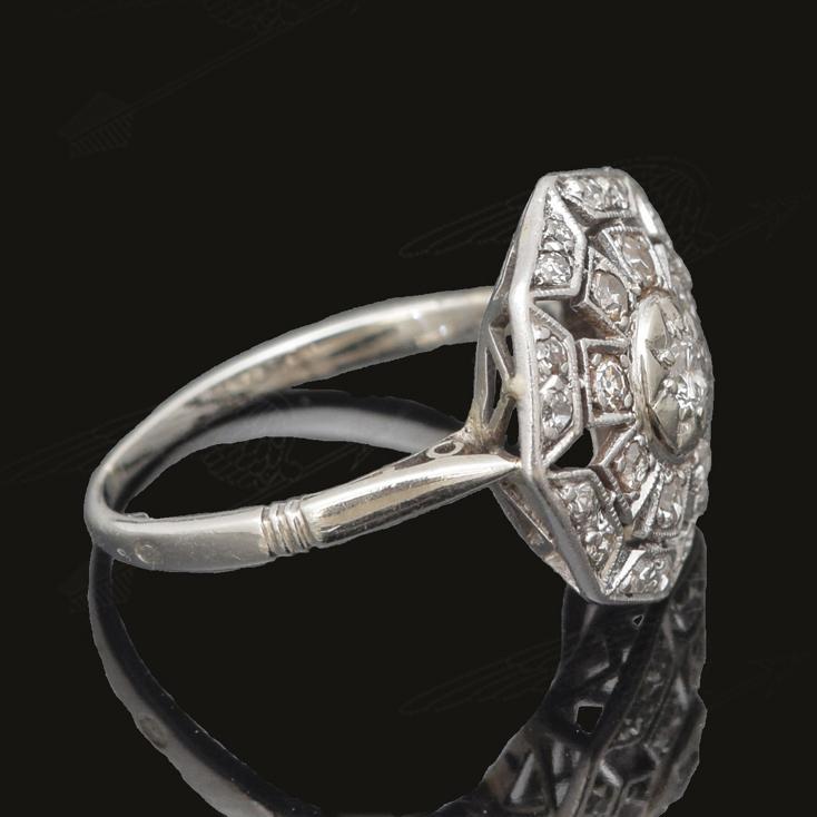 white-gold-diamond-ring-waterma34.jpg