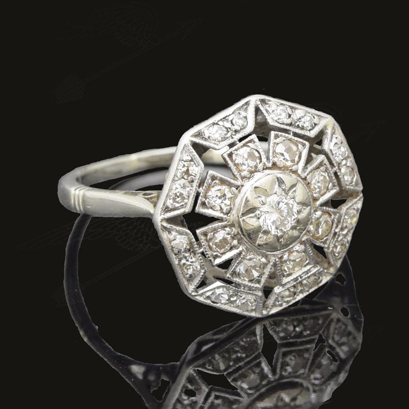 white-gold-diamond-ring-watermarkー16.jpg